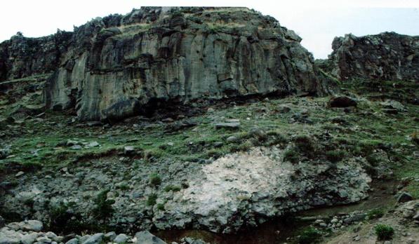 Tarihi Babek Mağarası