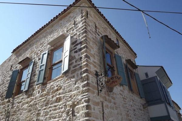 Eski Taş Otel Çeşme